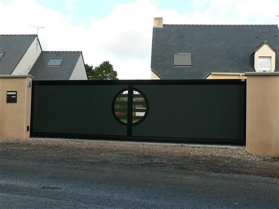 Fourniture et pose d'un portail alu modèle inov zen gris et noir 44260 SAVENAY